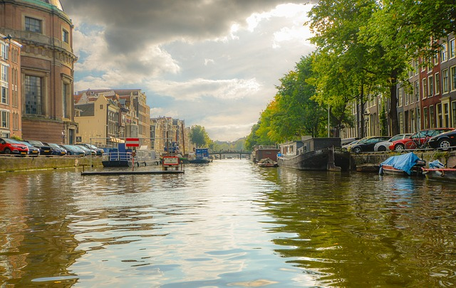 kanál v Amstrdamu